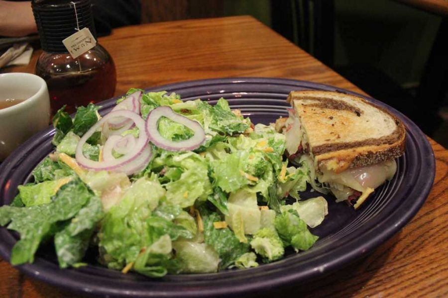 Red Oak Cafe, a popular breakfast and lunch spot in Oakland, is closing. (TPN File Photo)