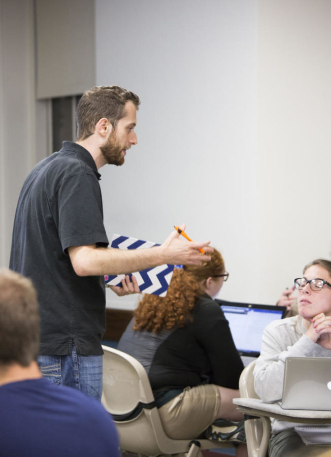 Professor Libertz talks with Kristyna Finikiotis in class Wednesday. (Photo by Thomas Yang | Staff Photographer)