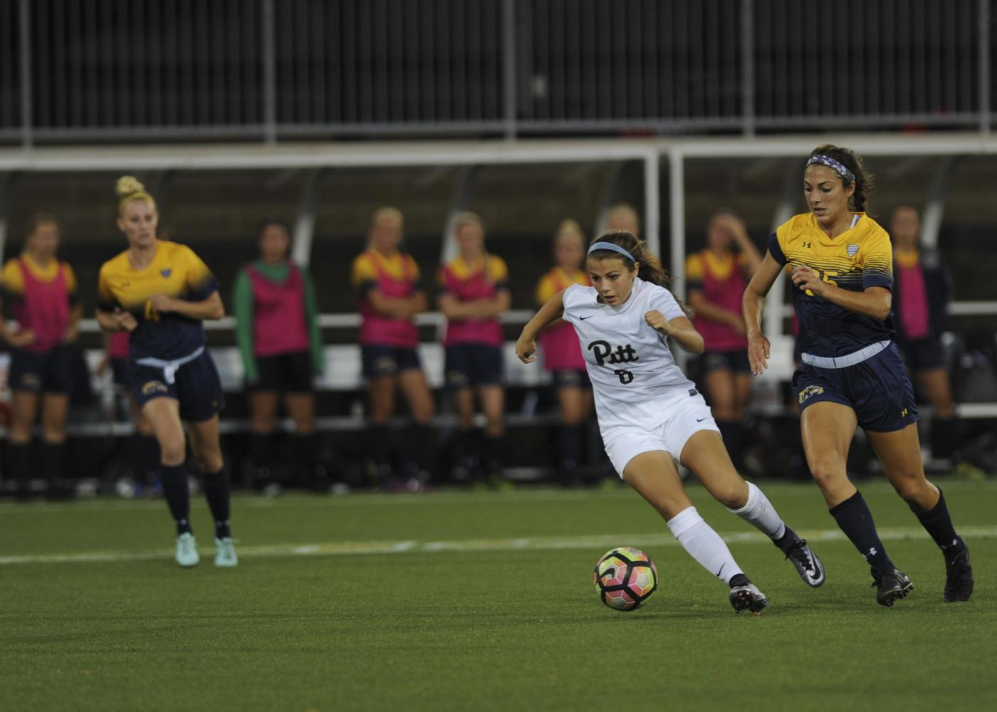 The Pitt women's soccer team fell to the Kent State Golden Flashes 1-0 in Thursday night's game. (Photo by John Hamilton | Managing Editor)