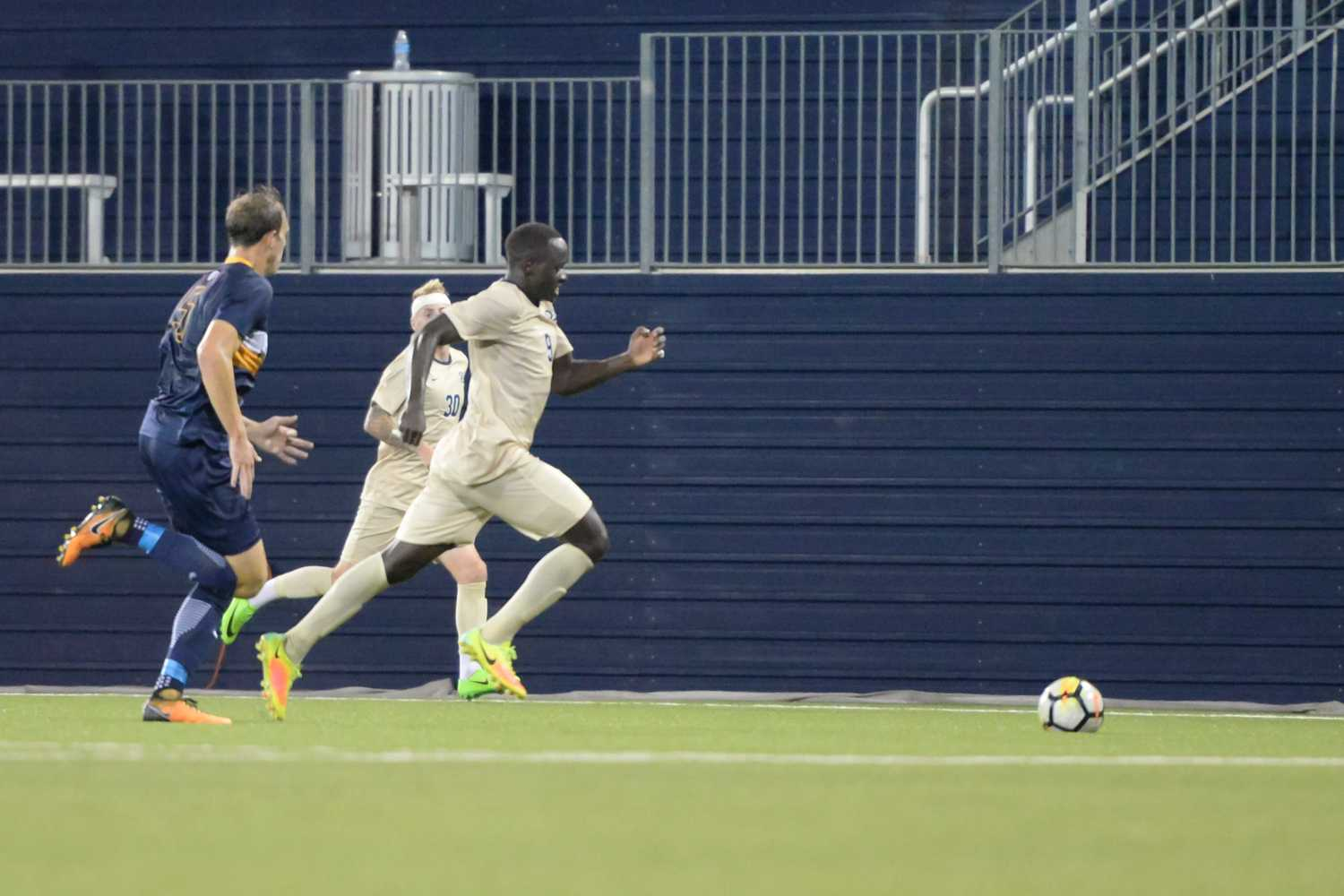 Pitt freshman forward Edward Kizza scored 2 goals for Pitt against West Virginia. (Photo by Evan Meng / Staff Photographer)