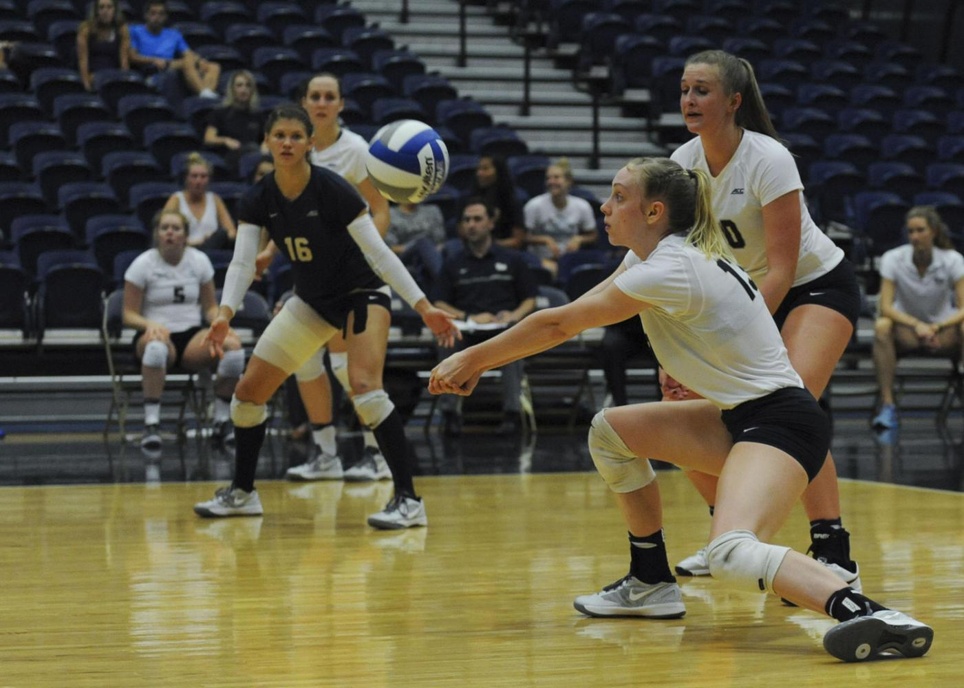 The Pitt women's volleyball team moved to 2-3 this weekend and look to get above .500 next week at the Western Kentucky invitational. (TPN file photo)