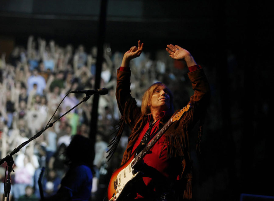 Rock+legend+Tom+Petty+jams+for+a+sold+out+crowd%2C+June+26%2C+2006%2C+at+Xcel+Center+in+St.+Paul%2C+Minn.+%28Jerry+Holt%2FMinneapolis+Star+Tribune%2FTNS%29