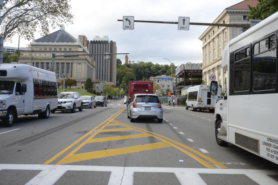 Pitt+is+trying+to+create+a+plan+to+make+Bigelow+a+safer+street+for+drivers%2C+pedestrians+and+cyclists.+%28Photo+by+Isabelle+Glatts+%7C+Staff+Photographer%29