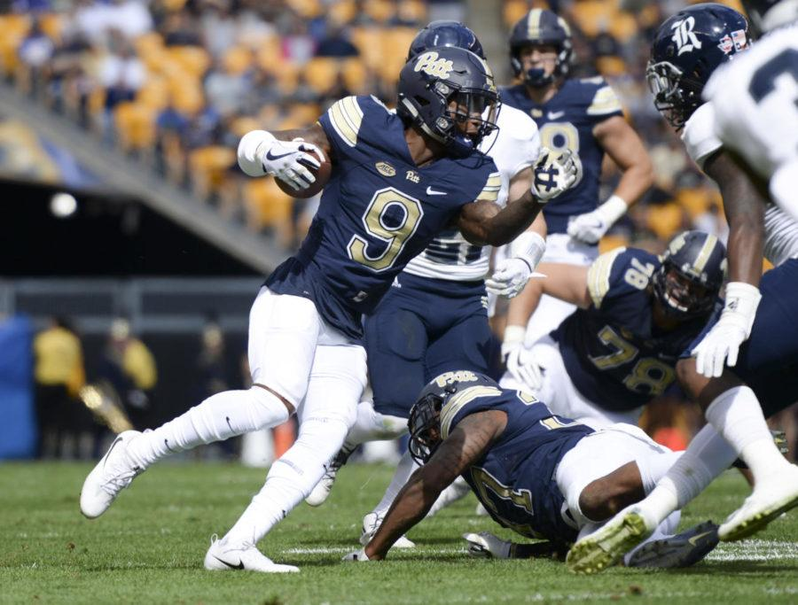 Jordan+Whitehead+rushed+for+73+yards+and+made+one+touchdown+in+the+Syracuse+game+Saturday%2C+Oct.+7.+%28Photo+by+Thomas+Yang+%7C+Senior+Staff+Photographer%29