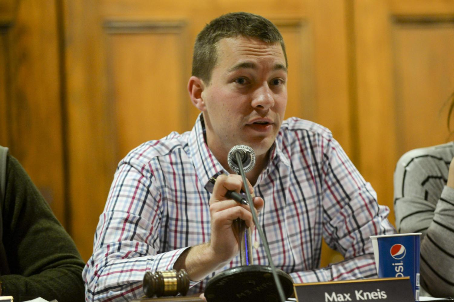 """SGB president Max Kneis said it took two years to finalizing the new """"Rave guardian app"""" at Tuesday's meeting. (Photo by Aaron Schoen   Staff Photographer)"""