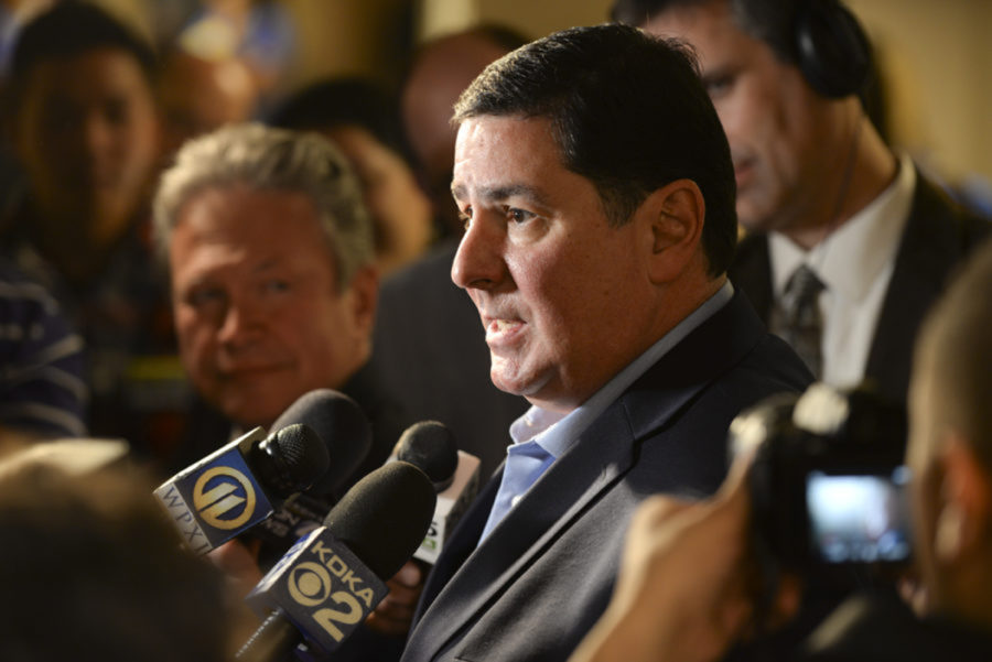 Reporters+surround+Mayor+Bill+Peduto+after+his+victory+in+the+Democratic+primary+this+May.+%28Photo+by+Anna+Bongardino+%7C+Assistant+Visual+Editor%29