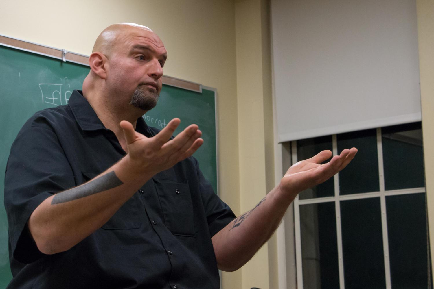Braddock Mayor John Fetterman discusses his plans to run for Pennsylvania Lieutenant Governor with Pitt Democrats Tuesday night. (Photo by Christian Snyder | Online Visual Editor)