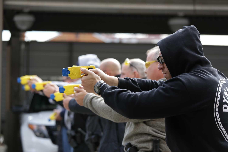 Pitt Police shoot Taser during a training exercise Oct. 30. (Photo by Thomas Yang | Visual Editor)
