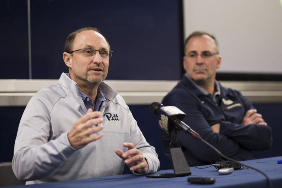 Pitt%27s+new+defensive+coordinator%2C+Randy+Bates%2C+speaks+at+his+first+press+conference+since+arriving+at+Pitt+from+Northwestern.+%28Photo+by+John+Hamilton+%7C+Contributing+Editor%29%0AArt%3A+Photos%0A