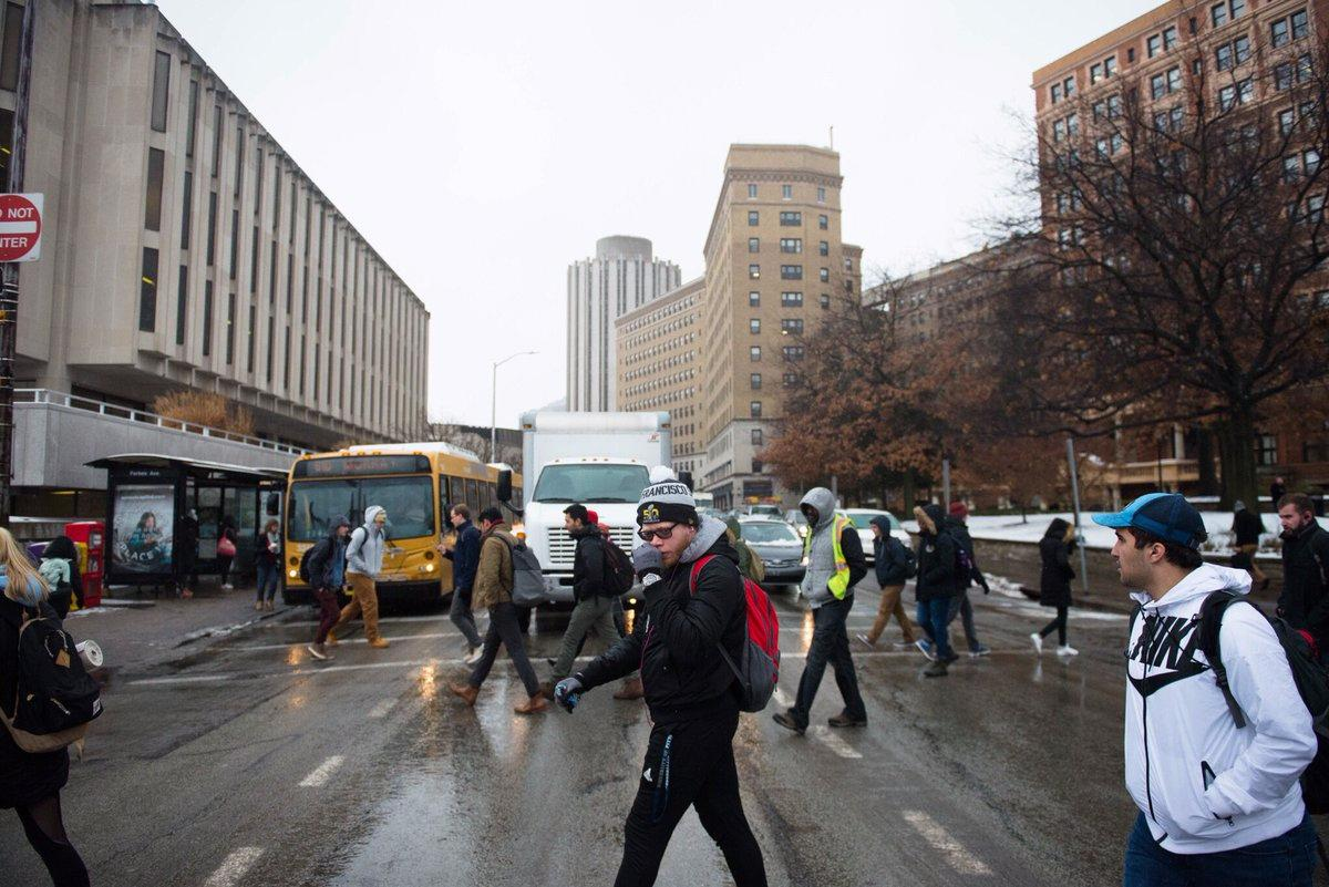 Students walk across Forbes Avenue. (TPN File photo)