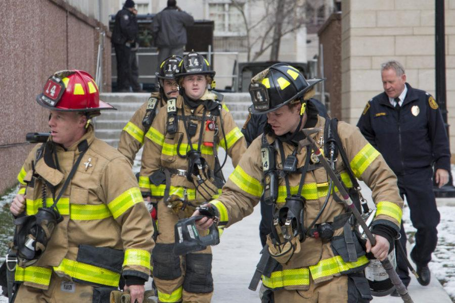 Firefighters+leave+the+Life+Sciences+Annex+after+a+small+explosion+occurred+Wednesday+afternoon.+%28Photo+by+John+Hamilton+%7C+Contributing+Editor%29+
