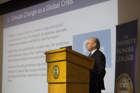 Steven Cohen, former policy advisor of the Environmental Protection Agency and director of the Earth Institute at Columbia University, spoke to a crowd about climate change and renewable energy in Alumni Hall Monday afternoon. (Photo by Chiara Rigaud | Contributing Writer)