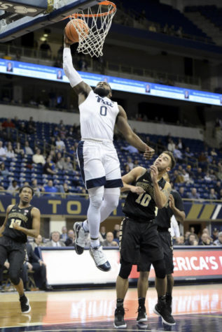 Demon Deacons dunk on Panthers, 63-57