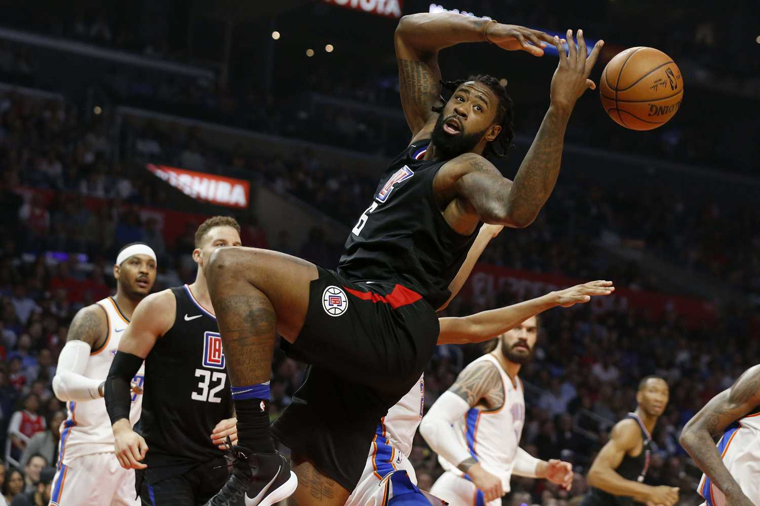 The Los Angeles Clippers' DeAndre Jordan (6) fights for a loose ball against the Oklahoma City Thunder in the first half at Staples Center in Los Angeles on Thursday, Jan. 4, 2018. (Gary Coronado/Los Angeles Times/TNS)