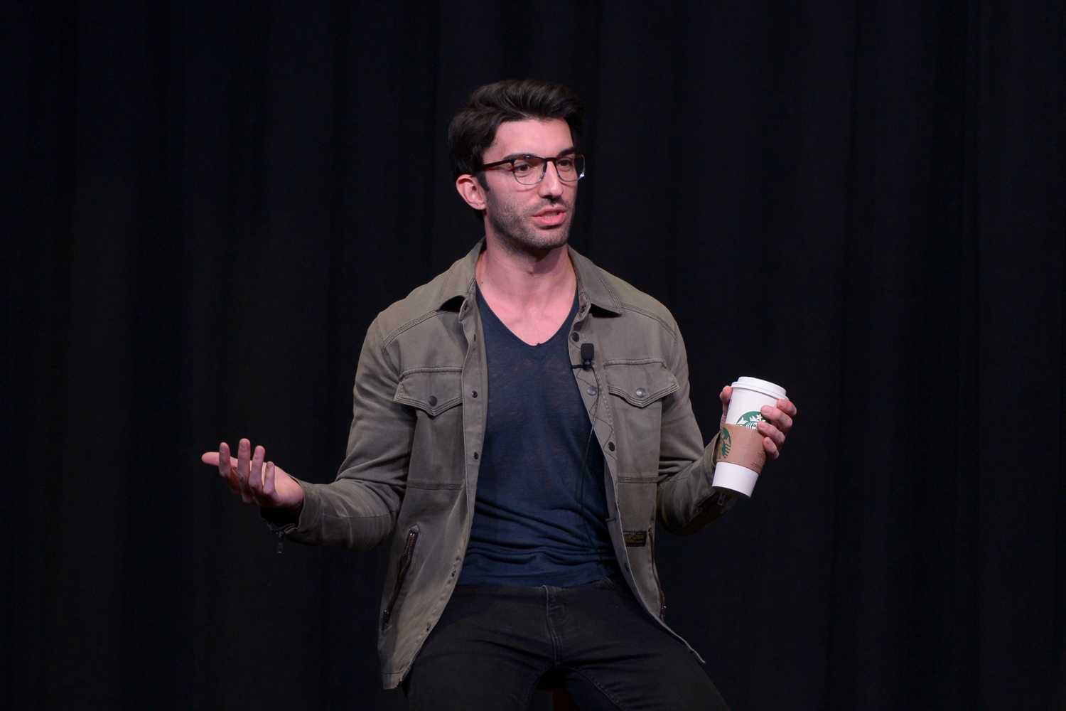 "Actor Justin Baldoni introduces himself at Tuesday's ""An Evening with Justin Baldoni"" as a part of Women's Empowerment week. (Photo by Chiara Rigaud 