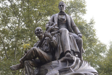 Pittsburgh work crew removes Stephen Foster statue