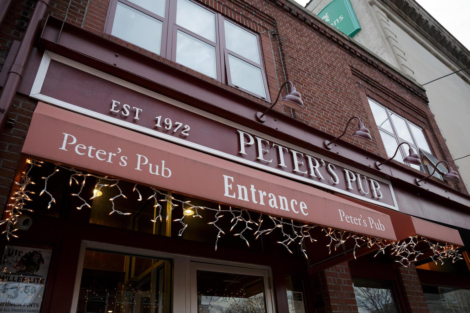 The exterior of Peter's Pub in Oakland. (Photo by Thomas Yang | Visual Editor)