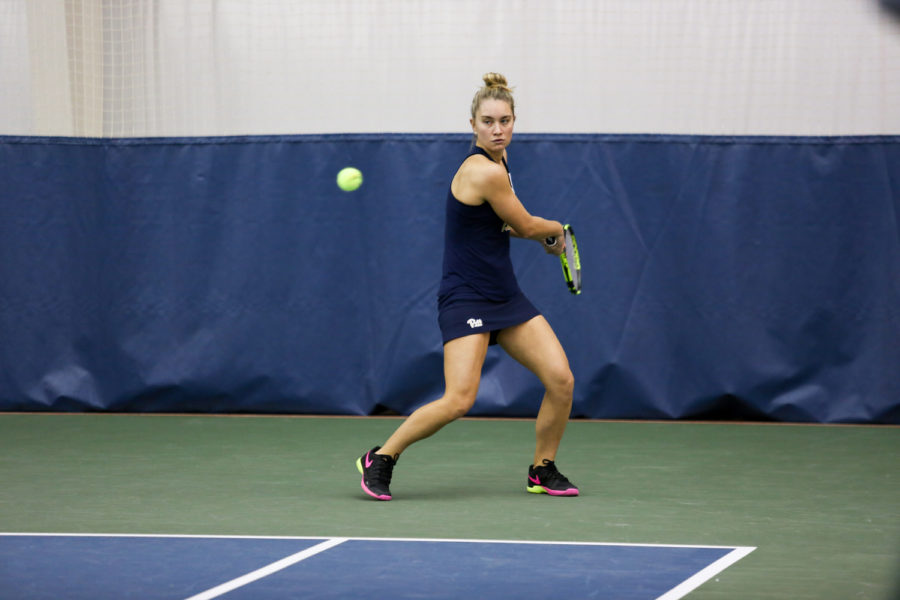 Senior+Callie+Frey+is+the+only+American-born+player+on+Pitt%E2%80%99s+women%E2%80%99s+tennis+team.+%28Photo+courtesy+of+Pitt+Athletics%29%0A