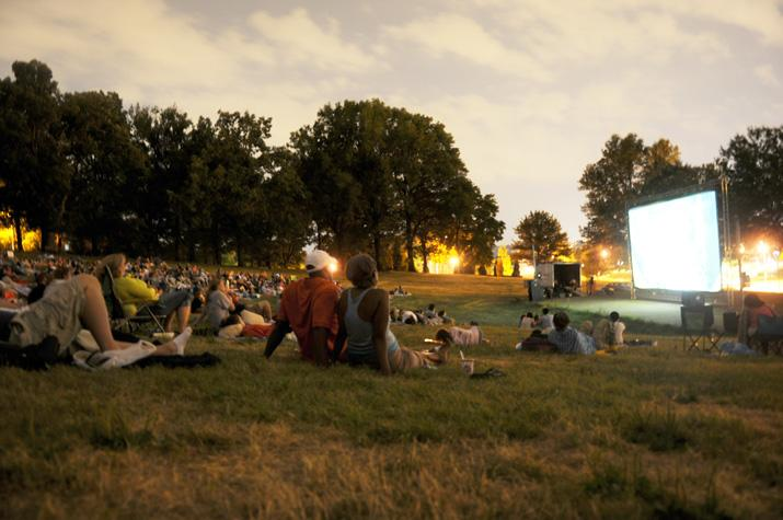 Locals+enjoy+watching+a+free+movie+in+the+park+on+Flagstaff+Hill+in+Oakland.%0A%28The+Pitt+News+File+Photo%29