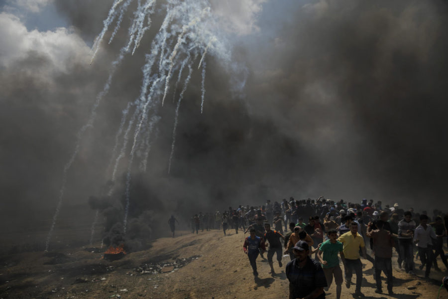 Protesters+run+away+from+tear+gas+dispersed+by+Israeli+forces+as+they+inch+closer+to+the+border+fence+separating+Israel+and+Gaza+in+a+camp+east+of+Gaza+City%2C+Gaza+on+Monday%2C+May+14%2C+2018.+%28Marcus+Yam%2FLos+Angeles+Times%2FTNS%29