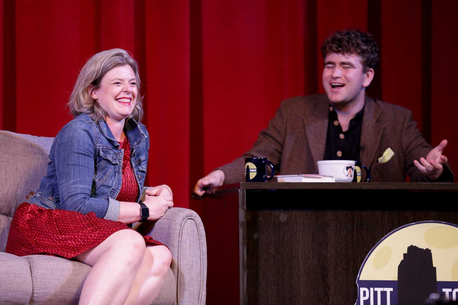 Dow shares a laugh with Pitt professor, author and former Disney Channel screenwriter Siobhan Vivian. (Photo by Thomas Yang | Assistant Visual Editor)