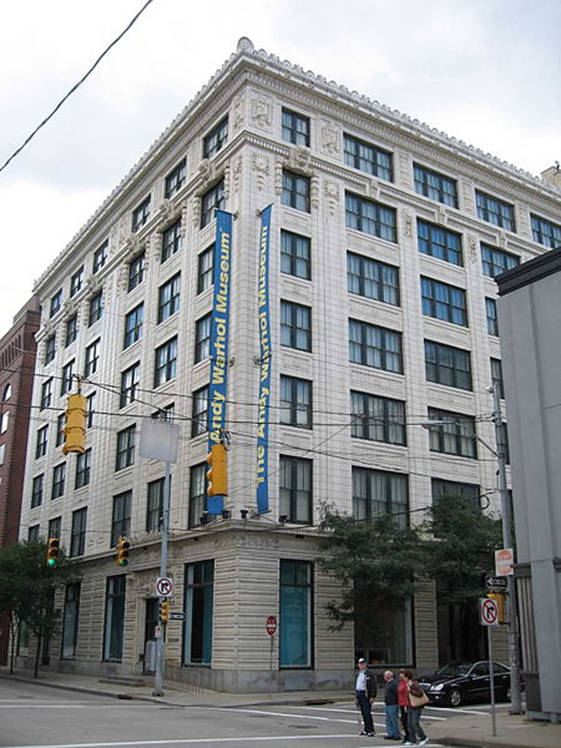 Exterior of the Andy Warhol Museum. (Image via Wikimedia Commons)