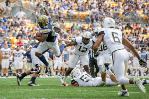 UCF wins 17th straight game, pummels Pitt 45-14