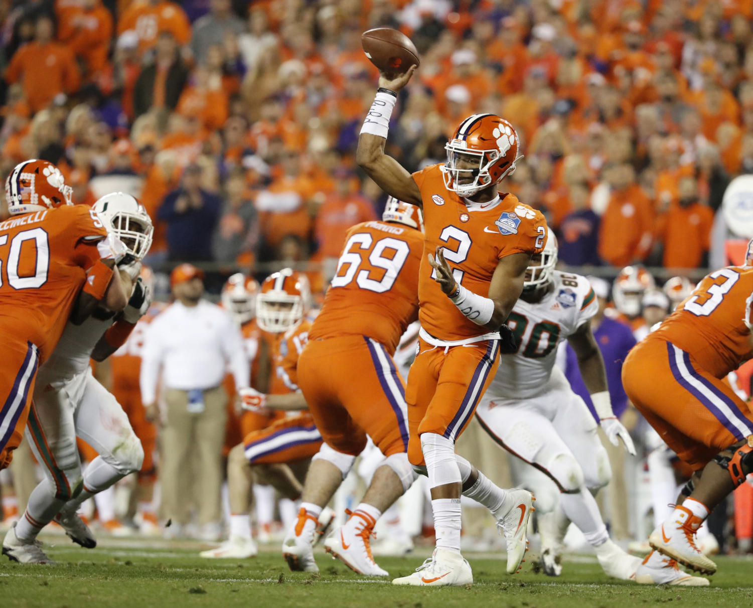 Clemson Tigers quarterback Kelly Bryant (2) sets up to pass in the second quarter against the University of Miami Hurricanes in the ACC Championship Game Dec. 2, 2017 in Charlotte, N.C. (Al Diaz/Miami Herald/TNS)
