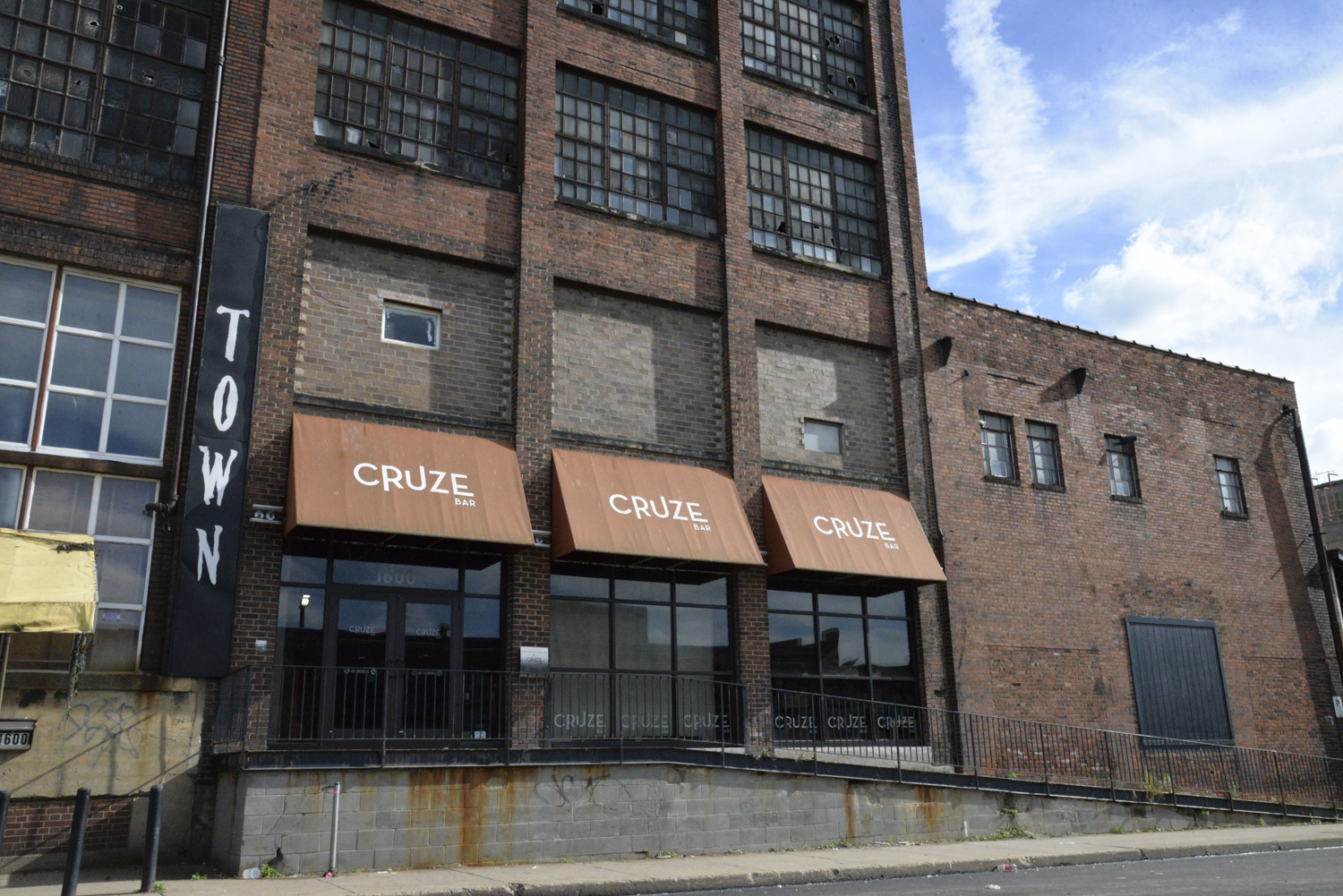 LGBTQ+ Strip District club Cruze Bar postponed its closing due to a delay in the process of the building ownership change.