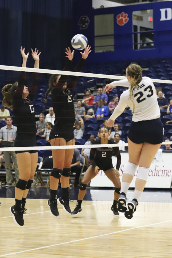 Sophomore+Kayla+Lund+had+23+kills+in+the+team%E2%80%99s+victory+over+College+of+Charleston+Sept.+14.