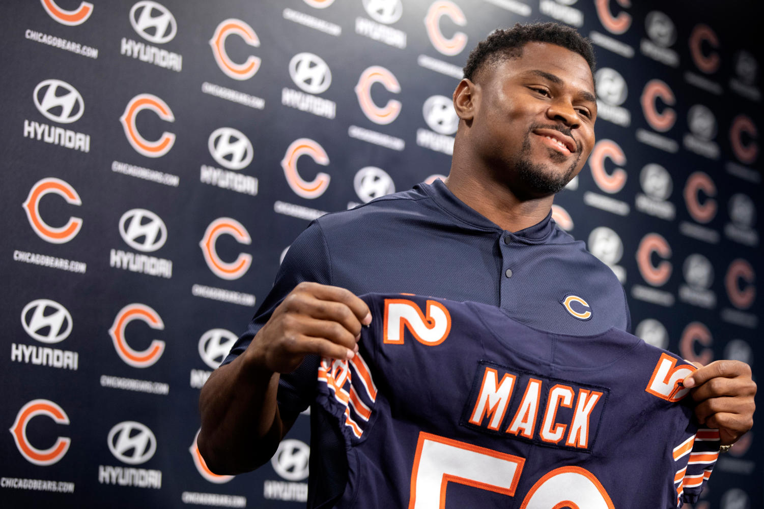 New Chicago Bears pass rusher Khalil Mack holds up a jersey during a press conference on Sunday, Sept. 2, at the PNC Center at Halas Hall in Lake Forest, Ill.  (Erin Hooley/Chicago Tribune/TNS)