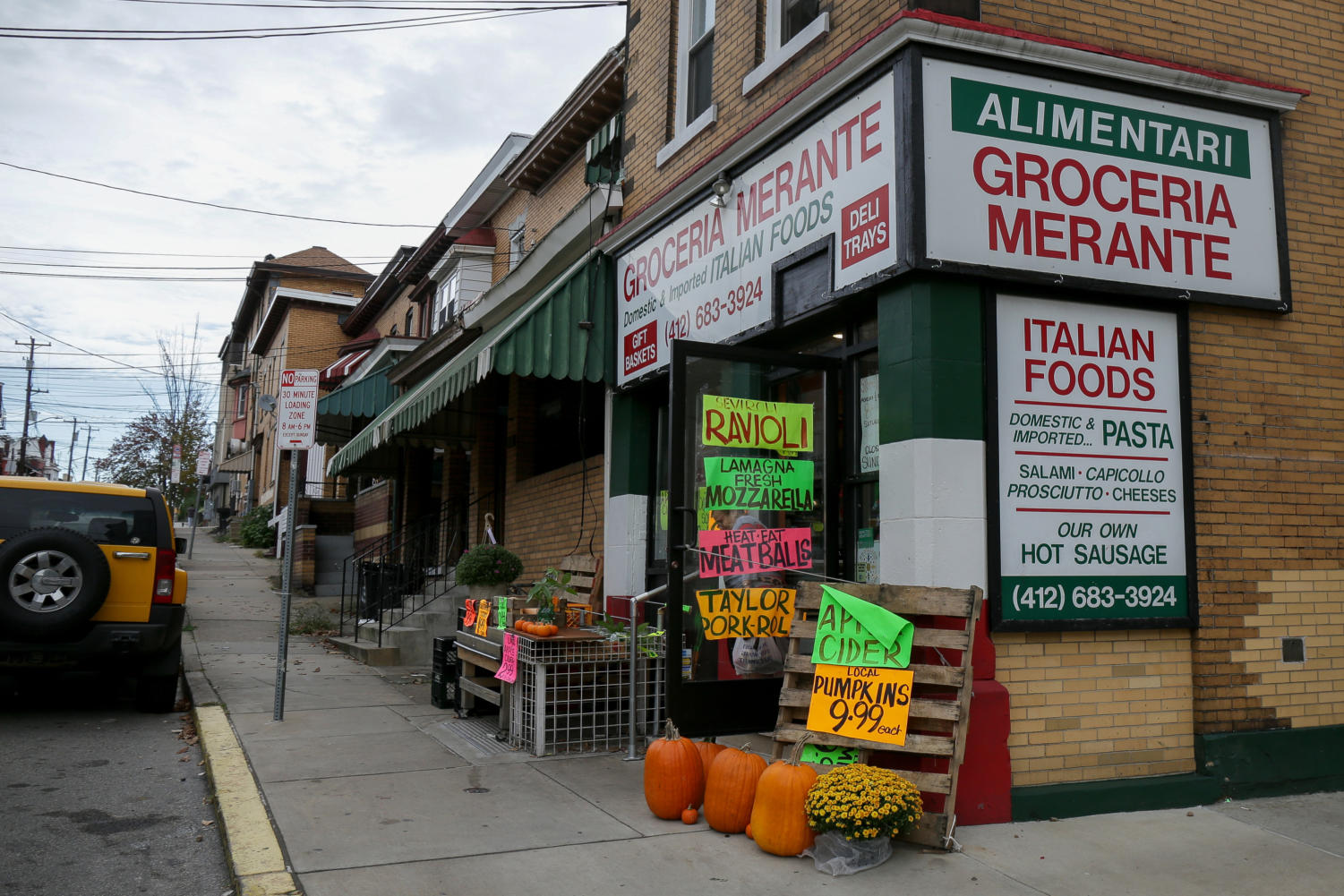 Groceria Merante on the corner of Bates Street and McKee Place. (Photo by Thomas Yang | Assistant Visual Editor)