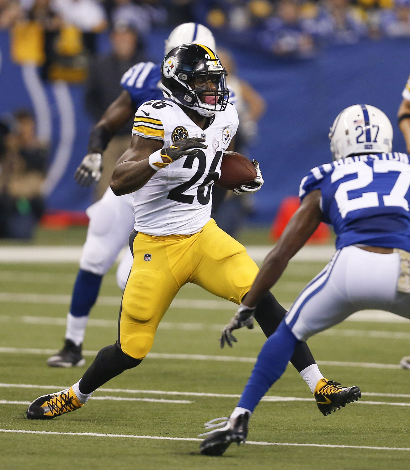 Pittsburgh Steelers running back Le'Veon Bell (26) runs upfield in the first half of the team's game against the Indianapolis Colts on Nov. 12, 2017, in Indianapolis.