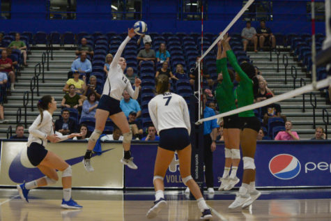 Pitt volleyball sweeps North Dakota for 18th straight win