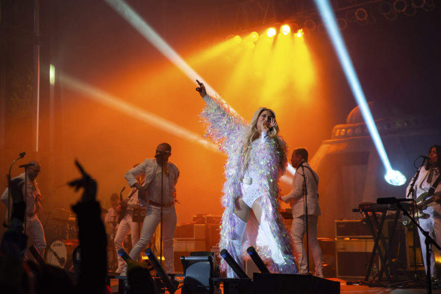 Crowds withstand cold for Stronger Than Hate Concert featuring Kesha