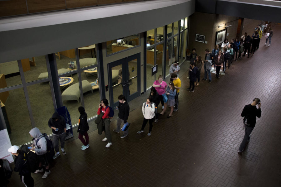 Volunteers encourage student voting on campus