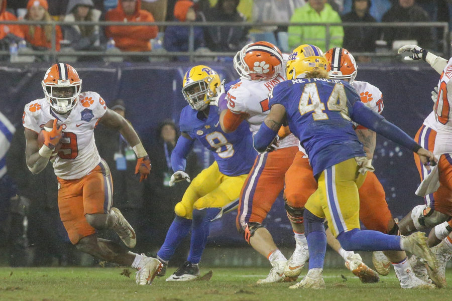 Clemson+sophomore+running+back+Travis+Etienne+%289%29+is+a+major+contributor+to+the+Tigers+rushing+offense.%0A