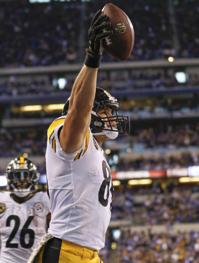 Pittsburgh Steelers tight end Vance McDonald (89) reacts after scoring a second-half touchdown during the team's 20-17 victory against the Indianapolis Colts on Nov. 12, 2017, in Indianapolis.