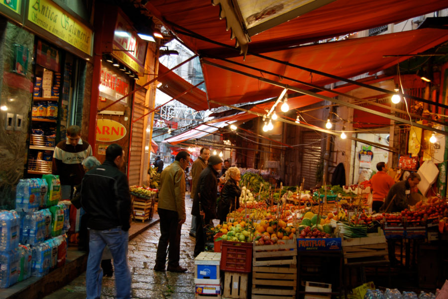 A+market+in+Palermo%2C+Italy.