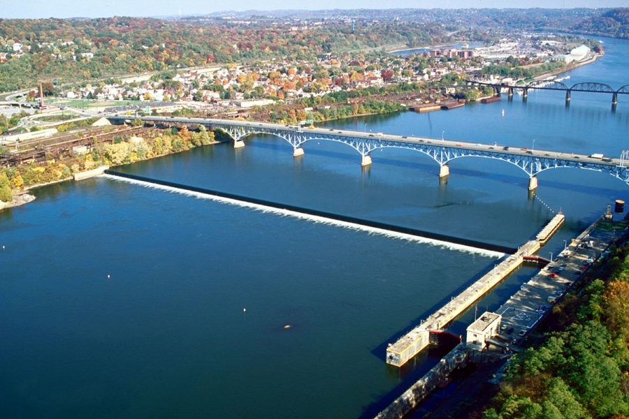 The+Allegheny+River+Lock+and+Dam+No.+2+below+the+Highland+Park+bridge%2C+which+will+produce+an+estimated+50%2C000+megawatt+hours+of+power+a+year.%0A