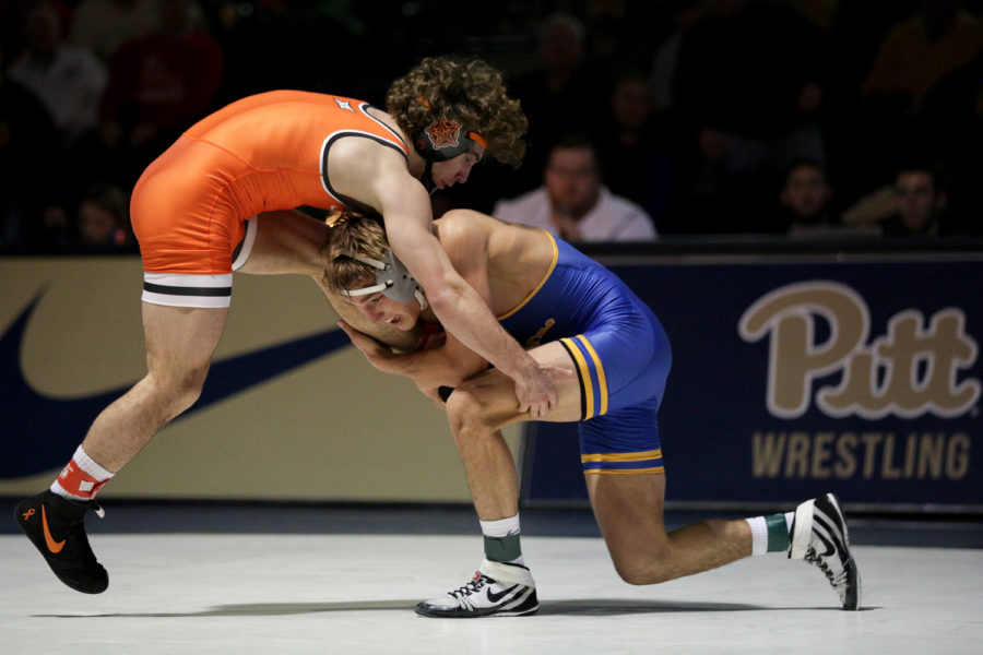 Redshirt+freshman+Micky+Phillippi+upset+Oklahoma%E2%80%99s+No.+2+ranked+133-pound+Daton+Fix+during+Pitt%E2%80%99s+36-9+loss+to+No.+3+Oklahoma+State+Saturday+afternoon.%0A