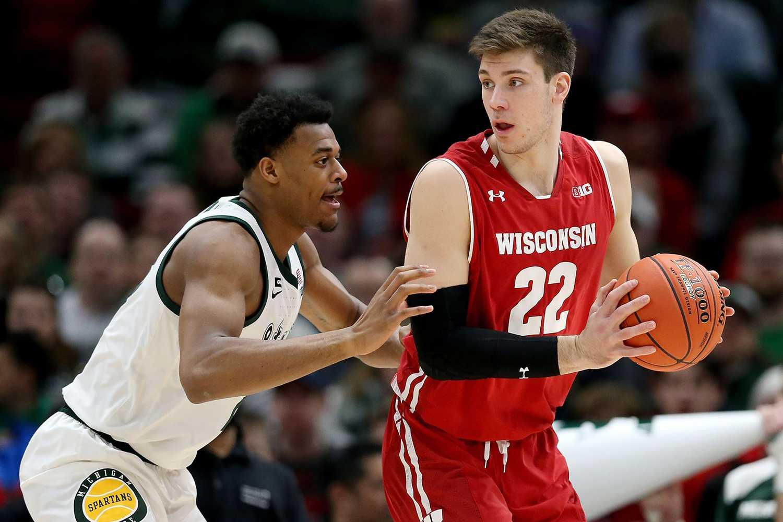 Ethan Happ (22) of the Wisconsin Badgers.