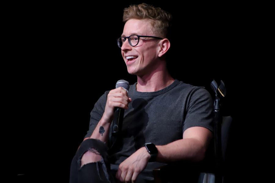 "Youtuber Tyler Oakley speaks about Ubers while introducing himself at Pitt Program Council's ""An Evening with Tyler Oakley."""