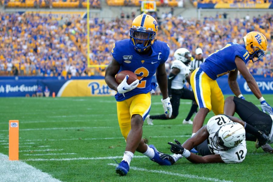 Senior+receiver+Maurice+Ffrench+makes+his+way+into+the+end+zone+for+Pitt%E2%80%99s+second+touchdown+against+UCF.+