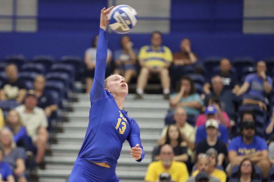 Redshirt+senior+Stephanie+Williams+completed+10+kills+during+Friday+evening%E2%80%99s+3-0+victory+over+Cincinnati.%0A