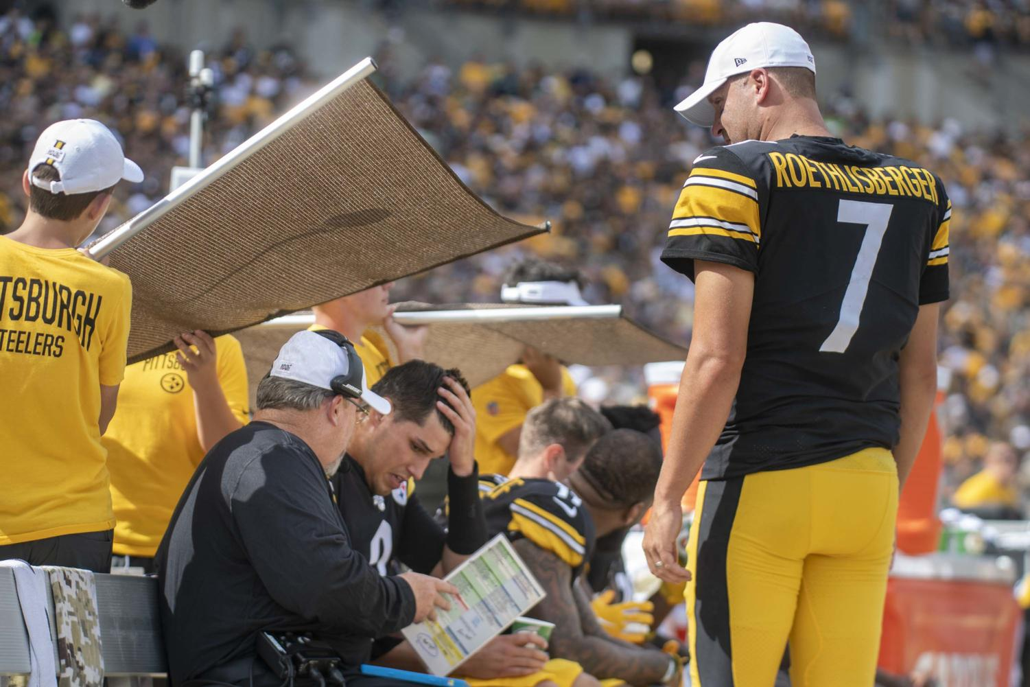Injured Pittsburgh Steelers quarterback Ben Roethlisberger watches as the offensive coordinator talks with backup QB Mason Rudolph on Sunday.