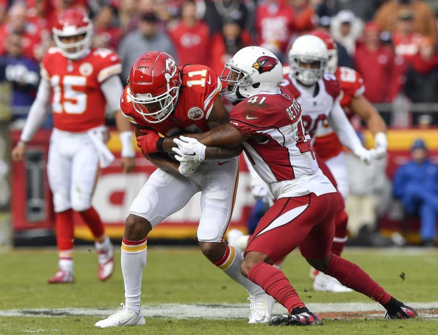 Kansas+City+Chiefs+wide+receiver+Demarcus+Robinson+picks+up+a+first+down+before+being+stopped+by+Arizona+Cardinals+free+safety+Antoine+Bethea+in+the+first+quarter+on+Sunday%2C+Nov.+11%2C+2018+at+Arrowhead+Stadium+in+Kansas+City%2C+Missouri.+
