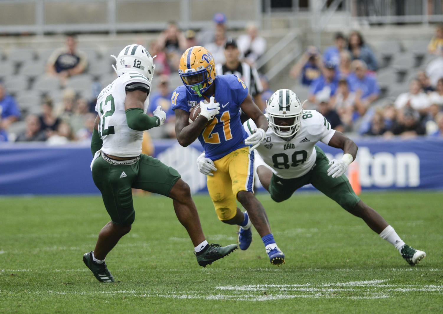 Junior running back A.J. Davis (21) achieved the first 100-yard rushing game of his career, picking up 103 yards on 16 carries against Syracuse on Saturday.