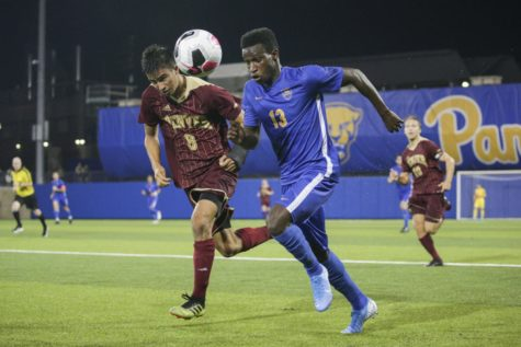 Men's soccer kicks losing streak, wins to Temple, 3-2