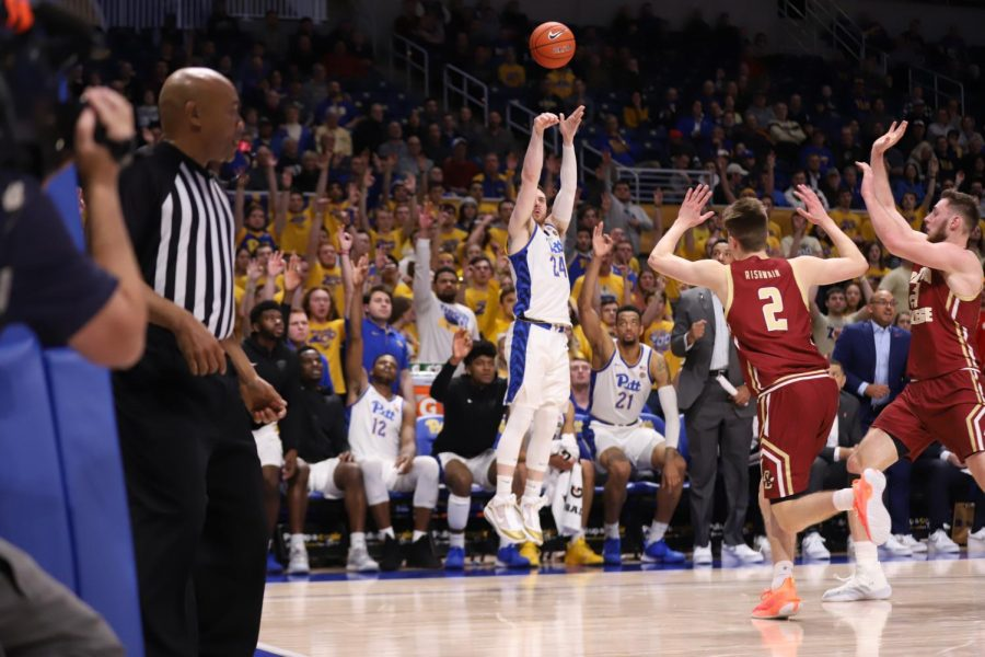 Ryan+Murphy+shoots+a+corner+three+against+Boston+College.